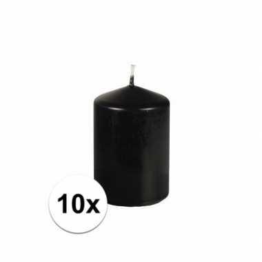 10x zwarte stompkaarsen 10 cm hoog