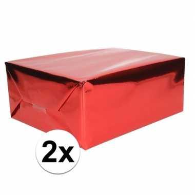 2x inpakpapier/cadeaupapier rood metallic 400 x 50 cm op rol