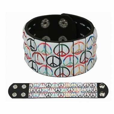 Armband met peace klinknagels