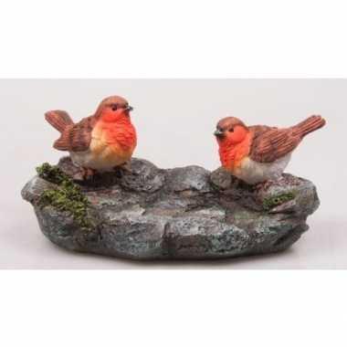 Decoratie beeldje roodborstjes op steen 20 cm