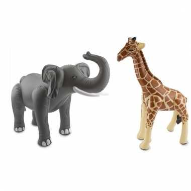 Dierentuin thema opblaasbare olifant en giraffe