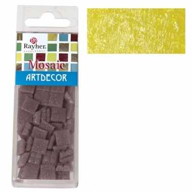 Doos met gele mozaiek steentjes