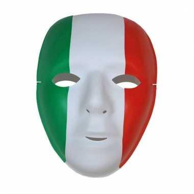 Feest maskers rood, groen, wit