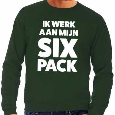 Ik werk aan mijn six pack tekst sweater groen voor heren