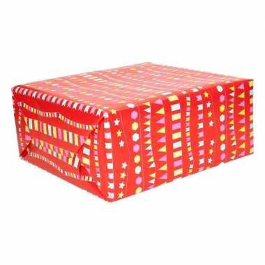 Inpakpapier rood met vlaggenlijnen 200 x 70 cm