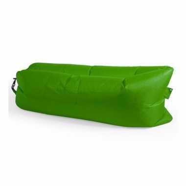 Lucht zitzak groen voor in park / festival