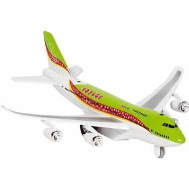 Model vliegtuigje met pull-back motor