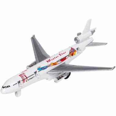 Model vrachtvliegtuigje met pull-back motor
