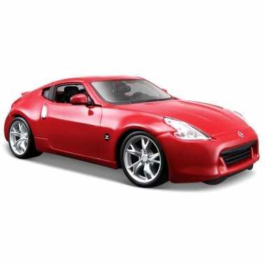 Modelauto nissan 370z rood 1:24