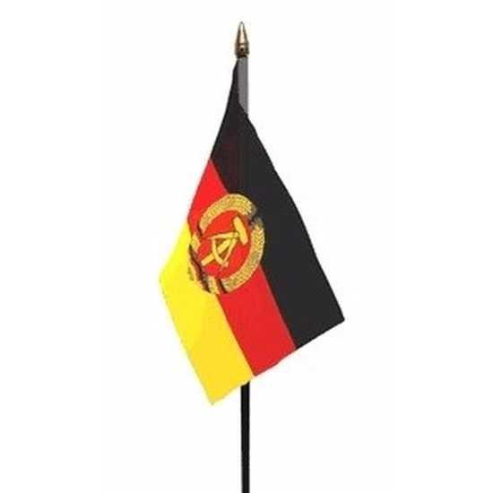 Oost duitse landenvlag op stokje