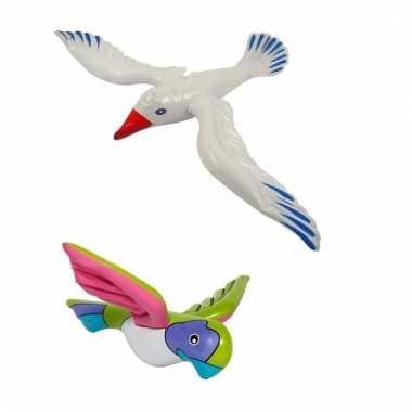 Opblaasbare papegaai en meeuw