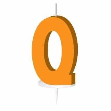 Oranje letter kaars q