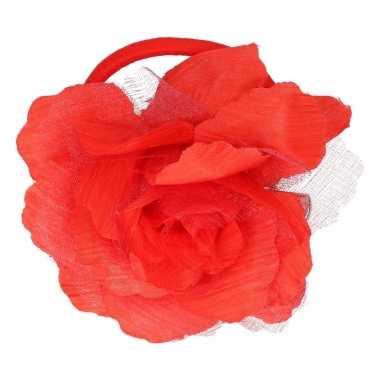 Rode bloem broche