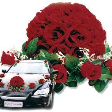 Rode rozen boeket voor de auto