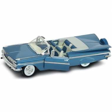 Speelgoed auto chevrolet impala cabriolet 1:18