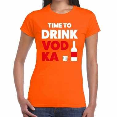 Time to drink vodka tekst t-shirt oranje dames