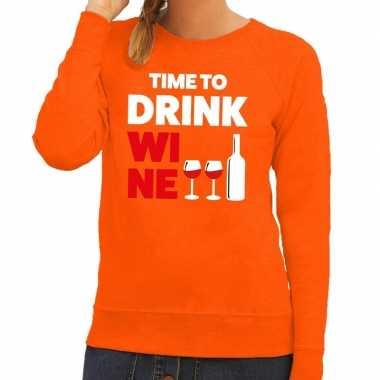 Time to drink wine tekst sweater oranje voor dames