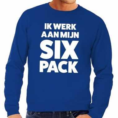 Toppers - ik werk aan mijn six pack tekst sweater blauw
