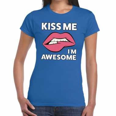 Toppers - kiss me i am awesome t-shirt blauw dames