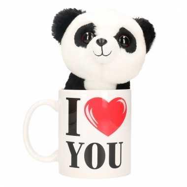 Valentijnsdag ontbijt op bed mok met knuffel pandaatje