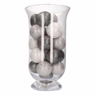Vensterbank decoratie grijs/witte lichtslinger in vaas