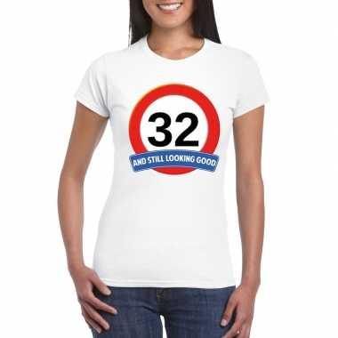 Verkeersbord 32 jaar t-shirt wit dames
