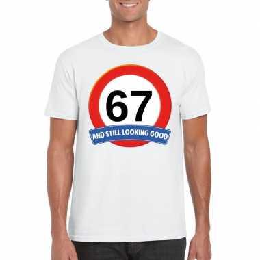 Verkeersbord 67 jaar t-shirt wit heren
