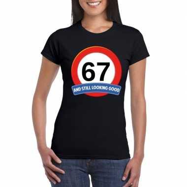 Verkeersbord 67 jaar t-shirt zwart dames