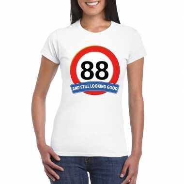 Verkeersbord 88 jaar t-shirt wit dames