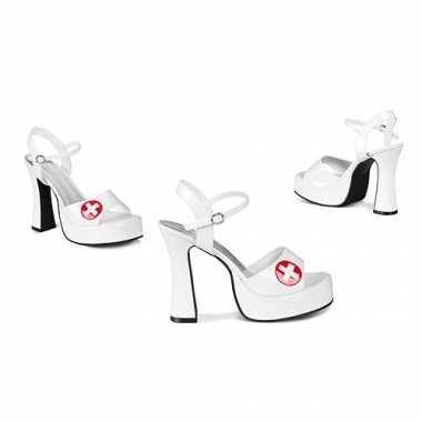 Verpleegster schoenen met rood kruis