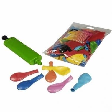 Zak gekleurde ballonnen met pomp