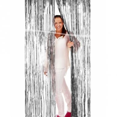 Zilveren folie deur gordijn