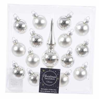 Zilveren glazen kerstballen en piek voor mini kerstboom