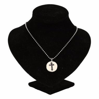 Zilveren ketting met zwart kruis drukknoop