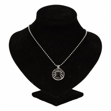 Zilveren ketting met zwarte spin drukknoop