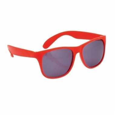 Zonnebrillen in het rood
