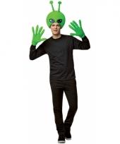 Alien hoofd met handschoenen