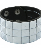 Armband met witte klinknagels