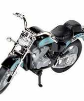 Blauwe honda shadow motor