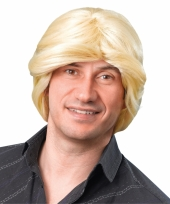 Blonde dries pruik
