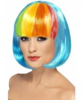 Bob pruik met neon blauw haar en pony