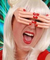 Bril met vingers en rood gelakte nagels