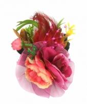 Broche met fuchsia roze bloemen