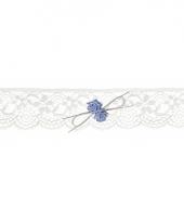 Bruids kousenband met blauwe roosjes