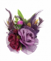 Corsage met paarse bloemen