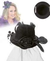 Deftig mini hoedje zwart met roos en sluier