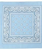 Doek lichtblauw met paisleyprint