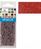 Doos met rode mozaiek steentjes