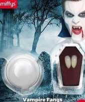 Dracula hoektanden met kleefpasta