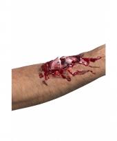 Gebroken bot met bloed